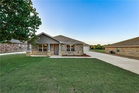 Photo of 531 Griffin St, Lancaster, TX 75146