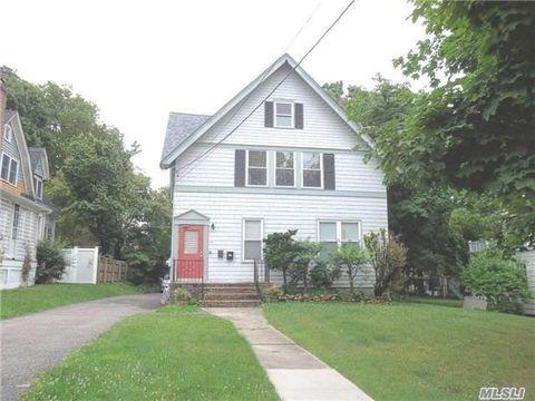 20 Dewey St, Huntington, NY 11743