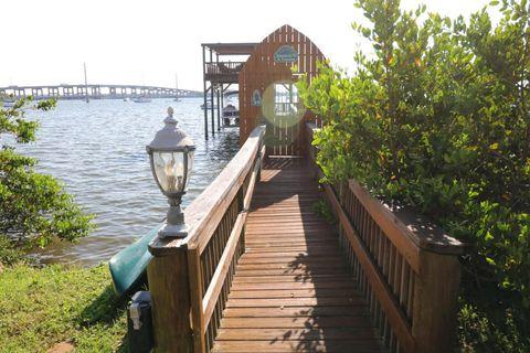 39 Riverside Dr, Cocoa, FL 32922