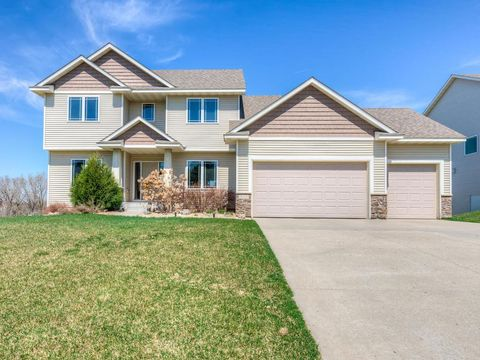 Photo of 659 Parkside Ct, Eagan, MN 55123