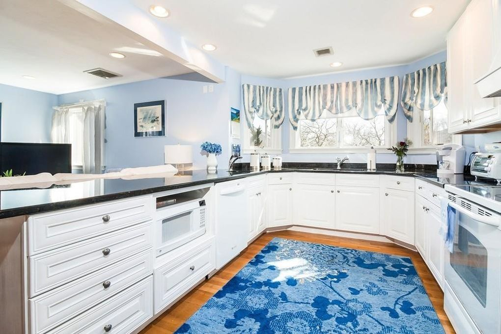 22 Cliffside Dr, Plymouth, MA 02360