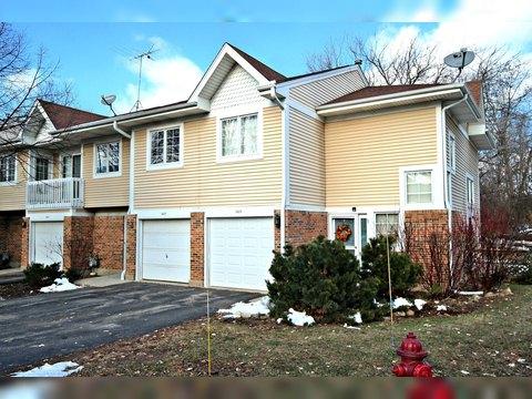 1427 Oakleaf Ln, Woodstock, IL 60098