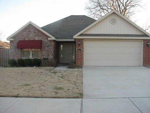 404 W Worchester St, Siloam Springs, AR 72761