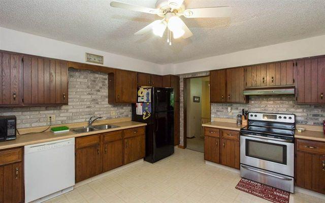1617 13th St Coralville Ia 52241 Kitchen