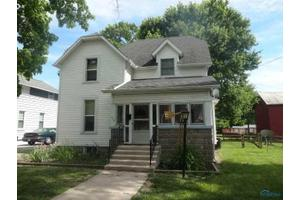 318 E Chestnut St, Wauseon, OH 43567
