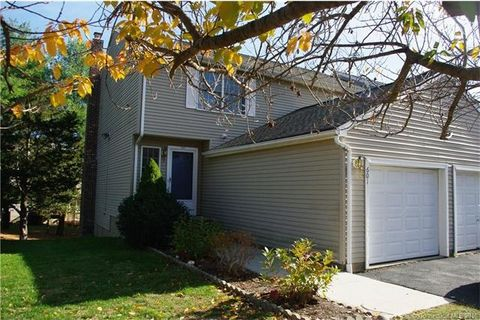 601 Holly Hill Dr, Rocky Hill, CT 06067