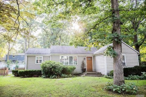 Photo of 34 Oakland Ave, Miller Place, NY 11764