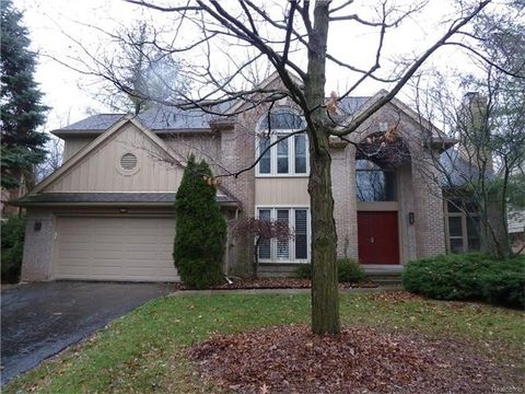 4710 Mirror Lake Dr, West Bloomfield Township, MI 48323