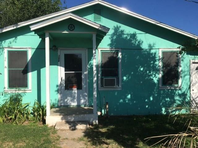 304 N Oak St, Hebbronville, TX 78361