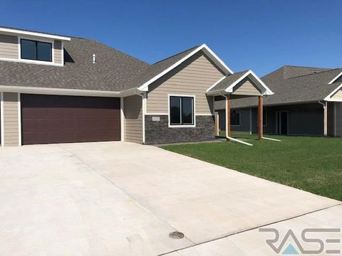 2137 S Silverthorne Ave, Sioux Falls, SD 57110