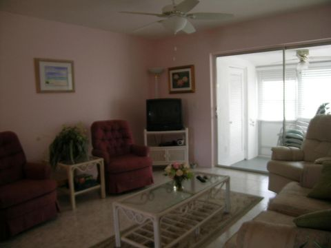 2567 Dudley Dr W Apt H, West Palm Beach, FL 33415