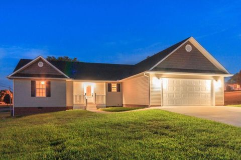 107 West Dr, La Follette, TN 37766