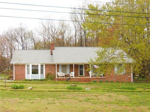 Photo of 5752 Drake Rd, Greensboro, NC 27406