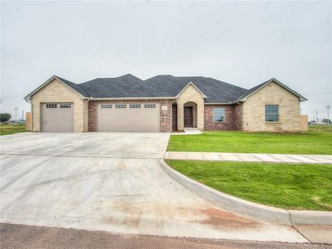 Photo of 2109 N Mickelson Dr, Weatherford, OK 73096