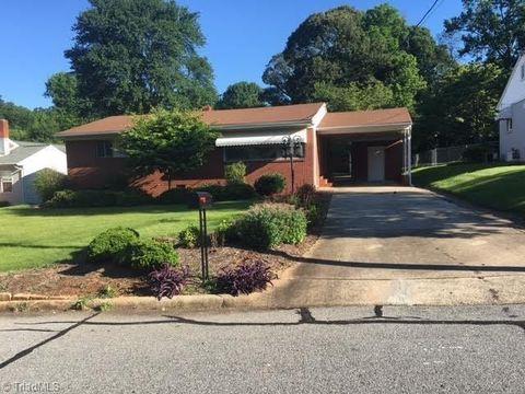 1128 S Woodleigh Cir, Reidsville, NC 27320