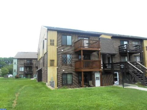 5200 Hilltop Dr Apt Y11, Brookhaven, PA 19015
