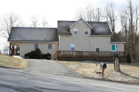 6 Town Hill Rd, Forest City, PA 18421