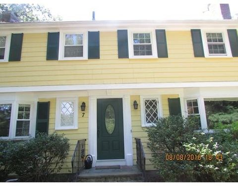 7 Crest Dr, Dover, MA 02030