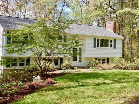 224 Woodridge Rd, Carlisle, MA 01741