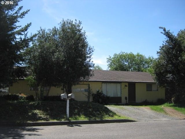 2505 Lewis St North Bend, OR 97459