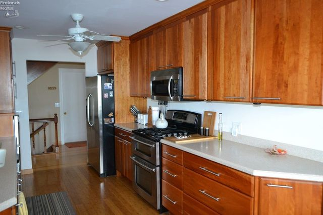 1130 By The Shores Dr Apt 9, Huron, OH 44839 - Kitchen