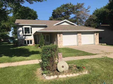 503 Mae Rose Dr, Valley Springs, SD 57068
