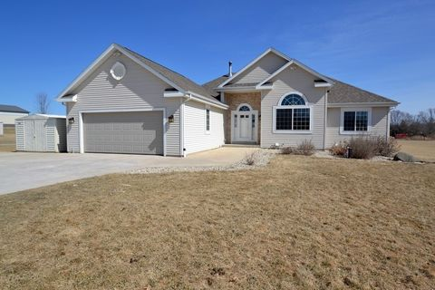 3651 S Hillcrest Rd, Waterford, WI 53185