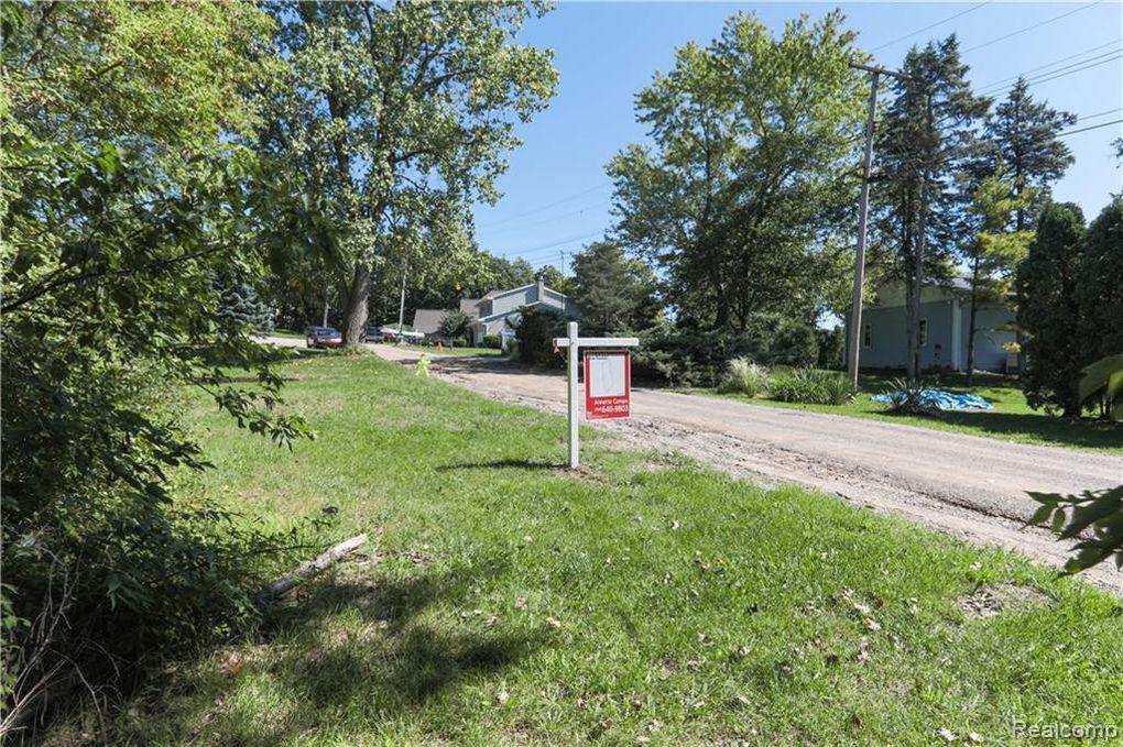 Vac Della Dr Brighton Township, MI 48114
