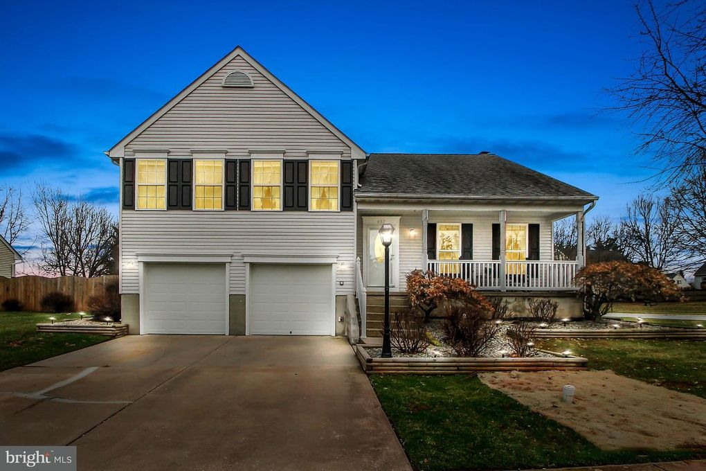405 Taney Dr, Taneytown, MD 21787