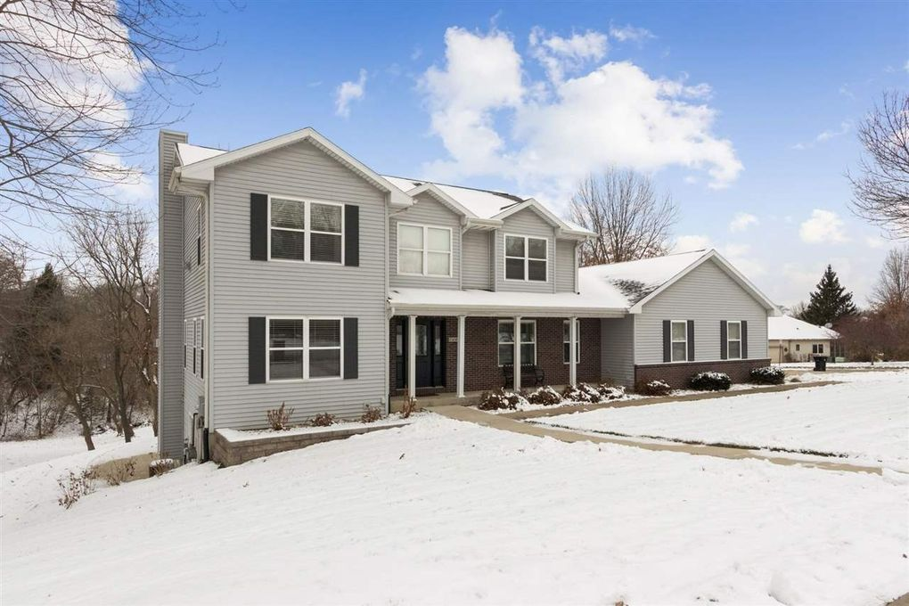1648 Red Oak Dr Coralville, IA 52241