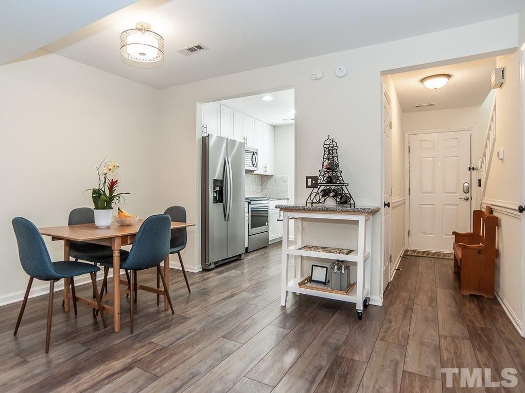 125 Assembly Ct, Cary, NC 27511