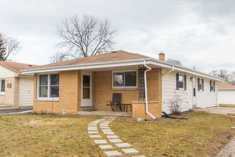Photo of 2316 N 115th St, Wauwatosa, WI 53226