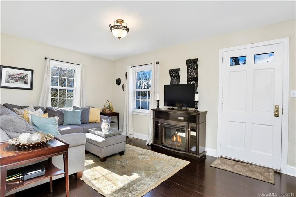 15 Barmore Dr, Stamford, CT 06905