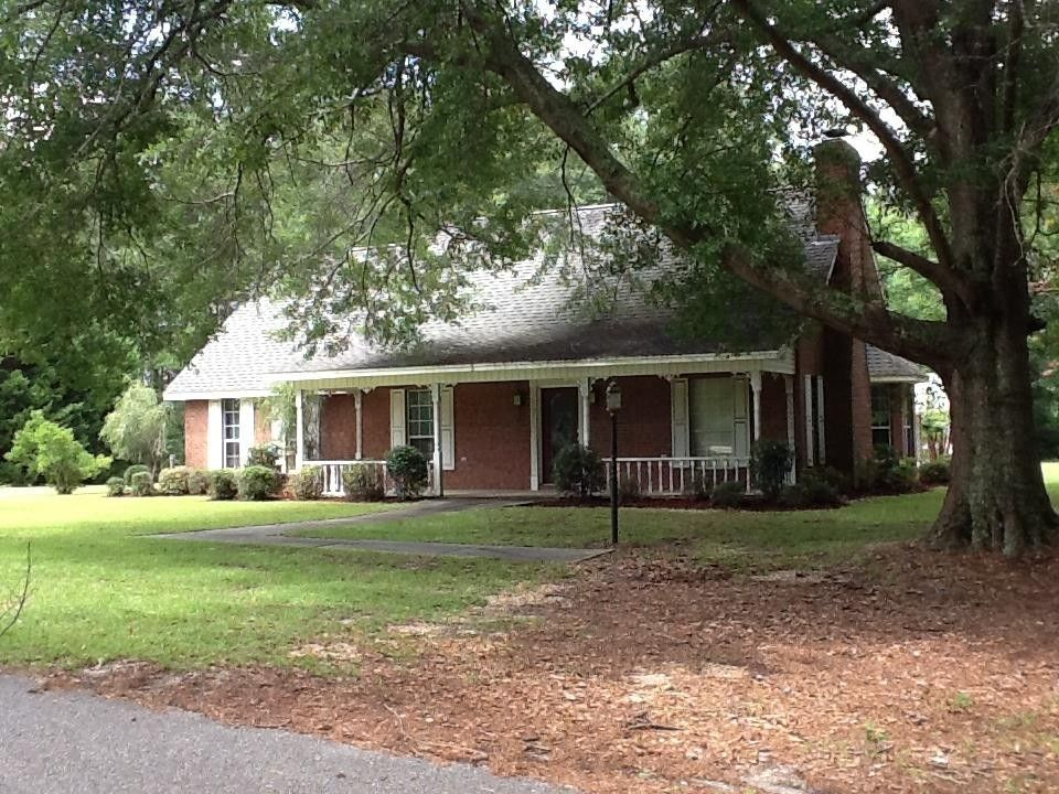 105 Country Ln, Luverne, AL 36049