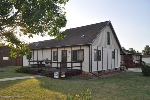 113 9th St E, Lemmon, SD 57638