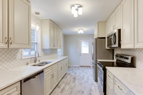 Photo of 2225 W 105th St, Bloomington, MN 55431