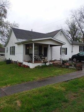 223 N Hickory St, Galatia, IL 62935
