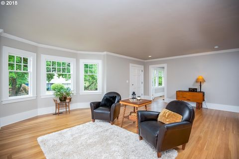 3471 Ne Couch St, Portland, OR 97232