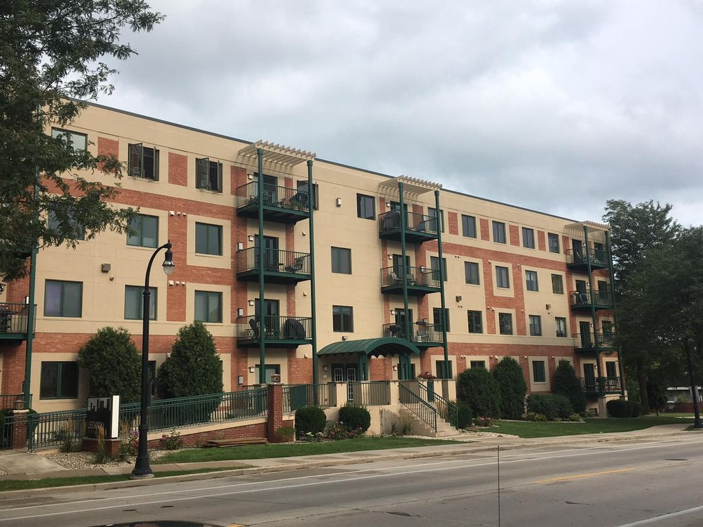 3710 N Oakland Ave Apt 402, Milwaukee, WI 53211