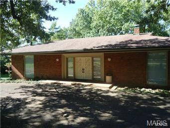 8930 Pine Acre Rd, Saint Louis, MO 63124