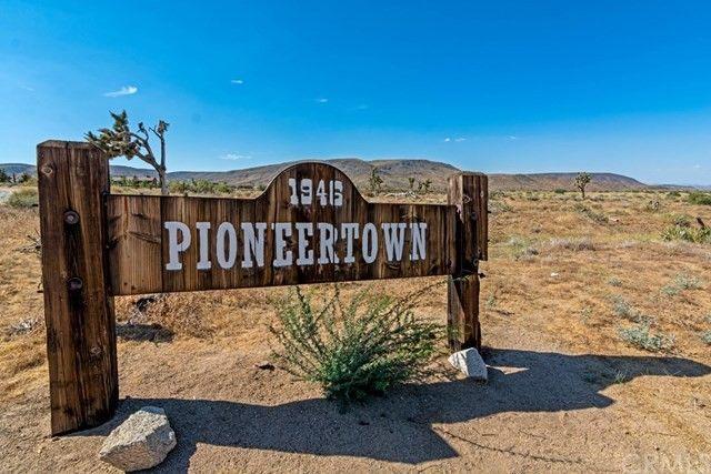 5585 Roy Rogers Rd, Pioneertown, CA 92268