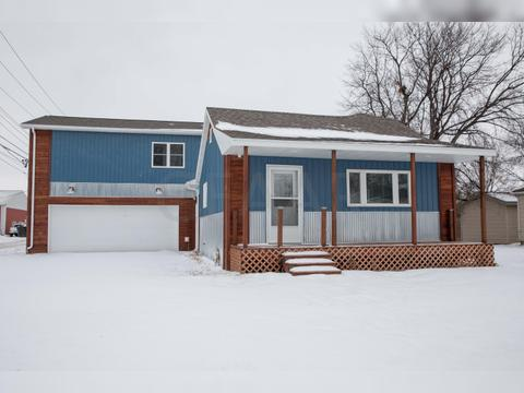 13 12th St N, Grand Forks, ND 58203. House For Sale