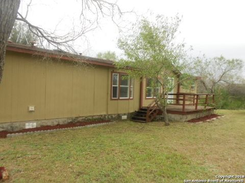280 West Trl, Pleasanton, TX 78064