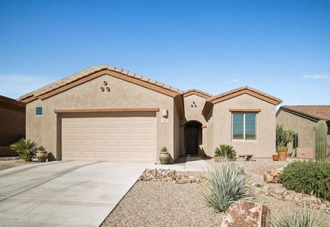 860 W Bosch Dr, Green Valley, AZ 85614