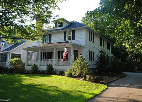 Photo of 420 Bell St, Chagrin Falls, OH 44022