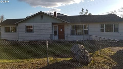 Photo of 663 Ne Knoll Ave, Roseburg, OR 97470