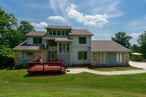 Photo of 3874 Seagle Dr, Signal Mountain, TN 37377