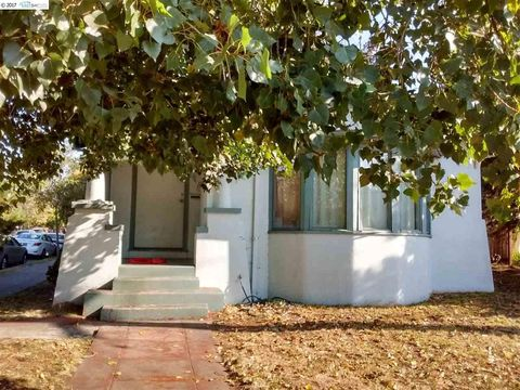 1137 Hopkins St, Berkeley, CA 94702