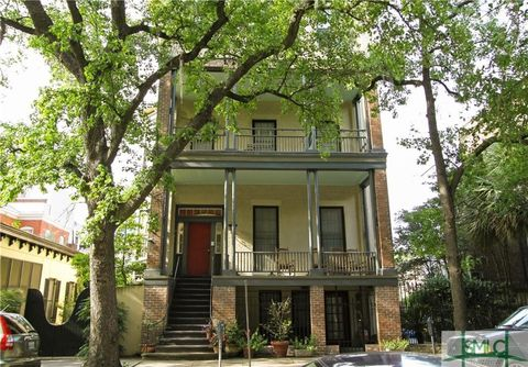 112 E Harris St Apt 101, Savannah, GA 31401
