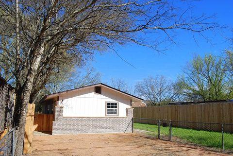 130 Brink Ave, Center Point, TX 78010